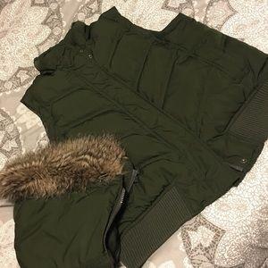 Gap puffer vest olive green size large